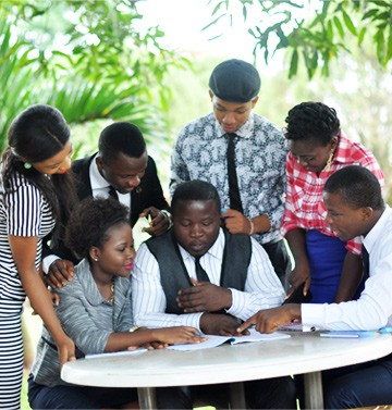 BIU-students-discussing-about-leadership