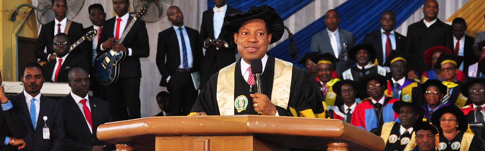 PASTOR-CHRIS-OYAKHILOME-BAG-BIU-DOCTORATE-DEGREE-IN-DIVINITY-1